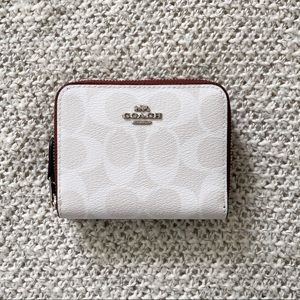 🖤 Coach Pebbled Leather Zip Wallet in Chalk White